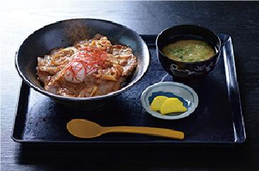 とろ~り半熟卵が豚肉にあうと評判の石見ポークの生姜焼き丼